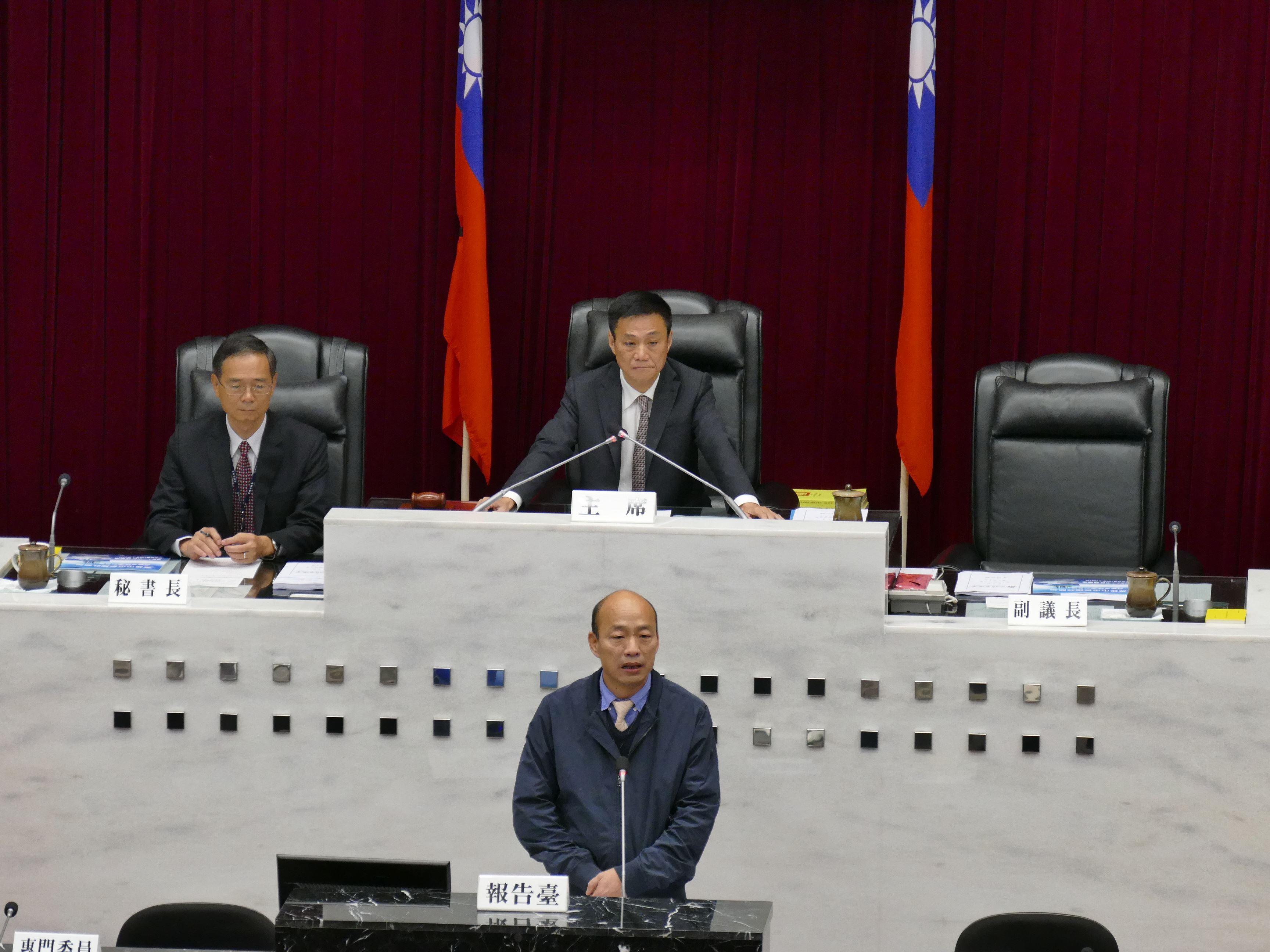 韓市長接受議會各黨團質詢
