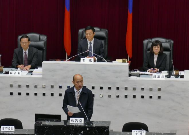 韓市長議會進行施政報告與接受質詢(共1張)-1