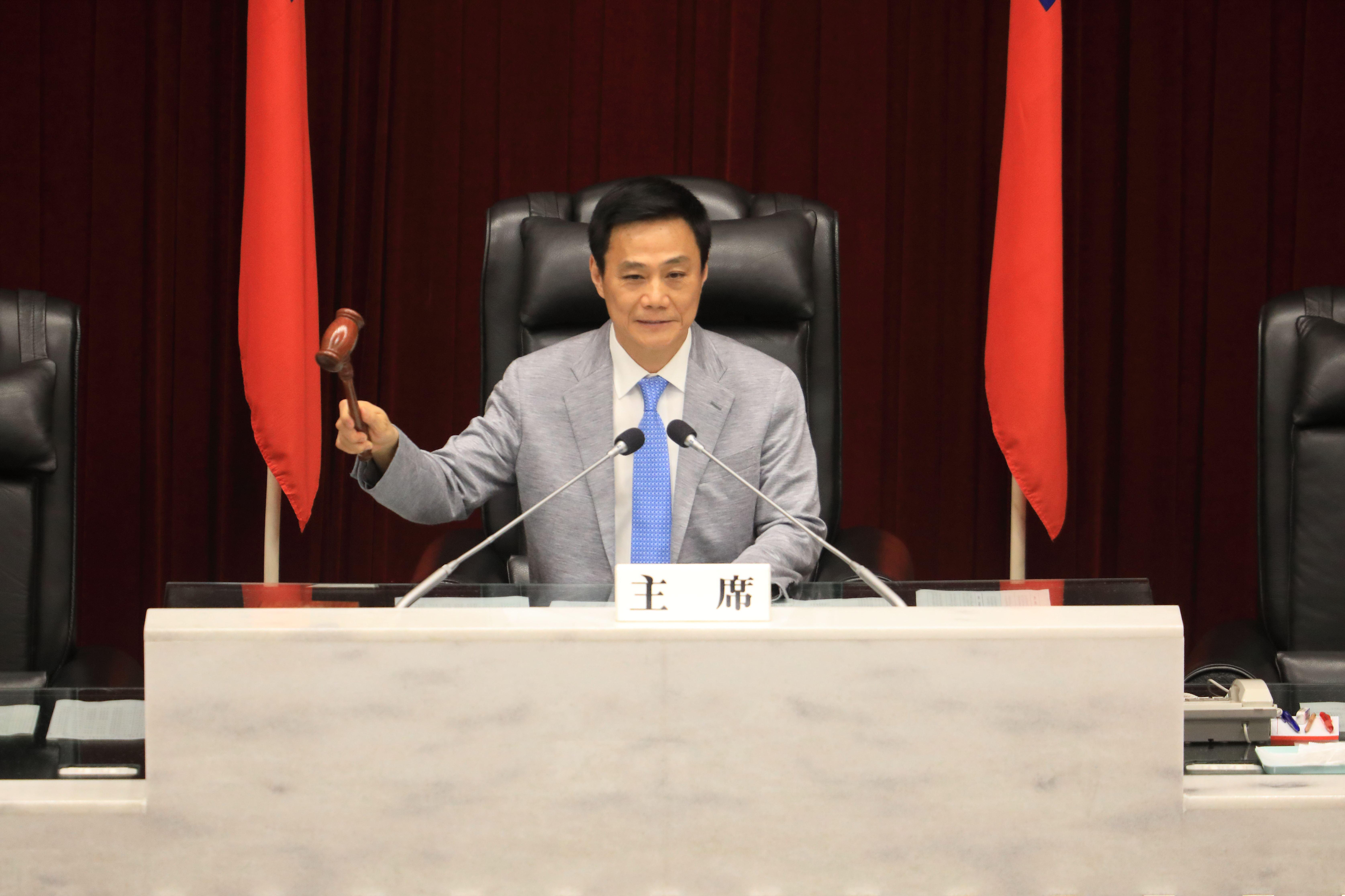 韓市長依規定請假,議會表示尊重