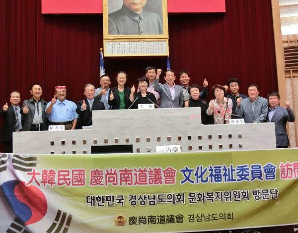 蔡副議長代表本會接待韓國慶尚南道議會參訪團
